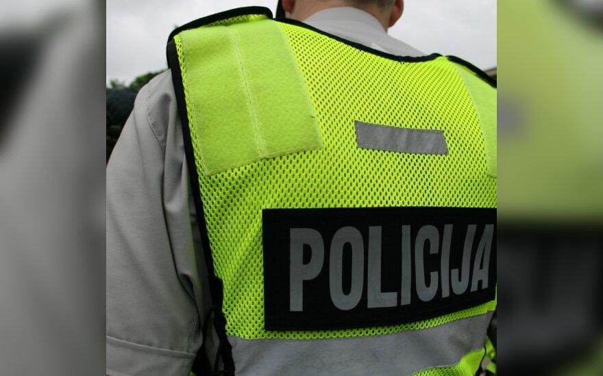 Girtas vairuotojas įžeidinėjo pareigūnus, o paskui sumanė juos papirkti