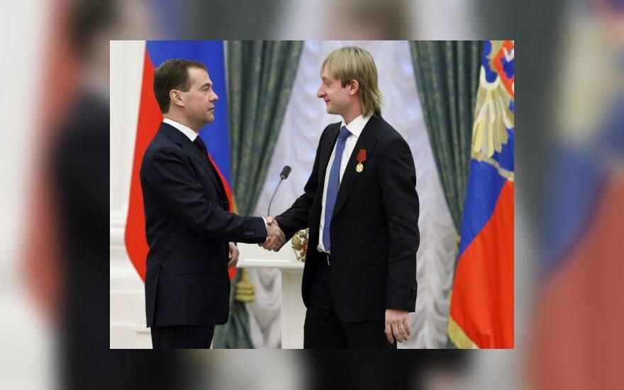 Rusijos Prezidentas Dmitrijus Medvedevas sveikina Jevgenijų Pliuščenką