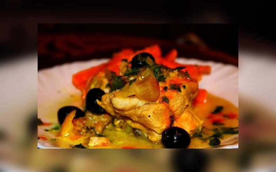 Marokietiška vištiena ir morkų salotos