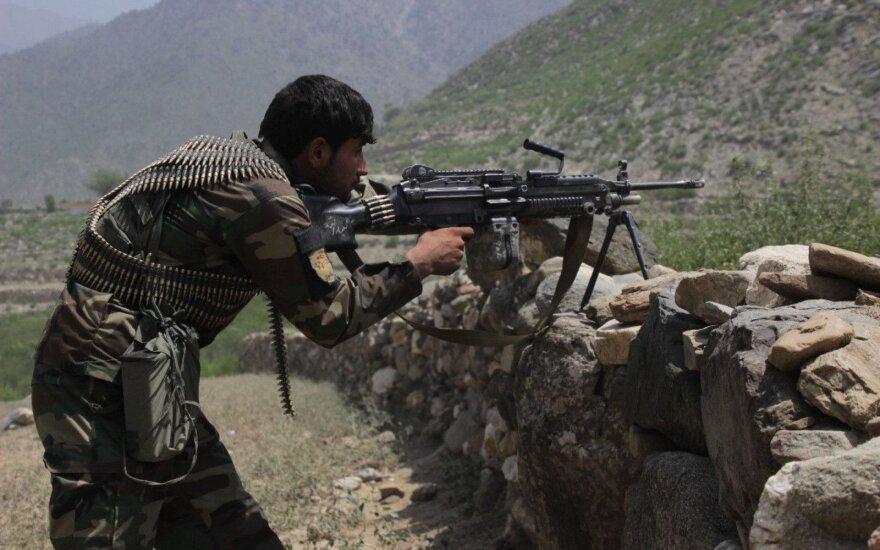 NATO tiria pranešimus apie devynių afganų žūtį per JAV aviacijos smūgį