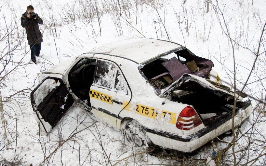 Vilniuje, Juodajame kelyje, nuo kelio nulėkė ir buvo sumaitotas taksi automobilis