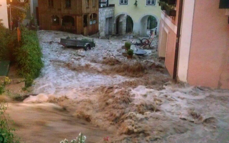 Potvynis nuniokojo UNESCO globojamą paveldo objektą Austrijoje