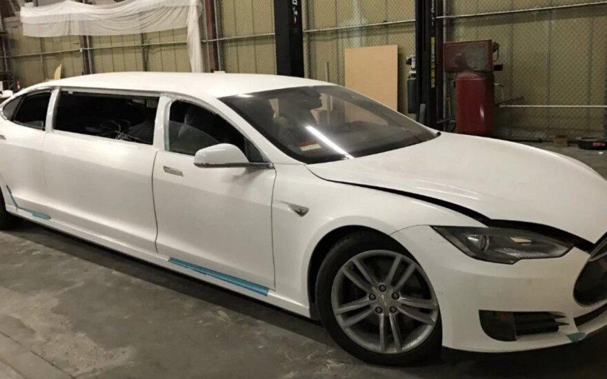 """Į limuziną perdarytas """"Tesla Model S"""""""