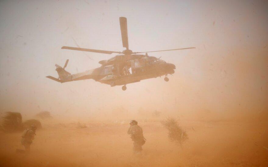 Malyje susidūrus dviem sraigtasparniams žuvo 13 prancūzų kareivių