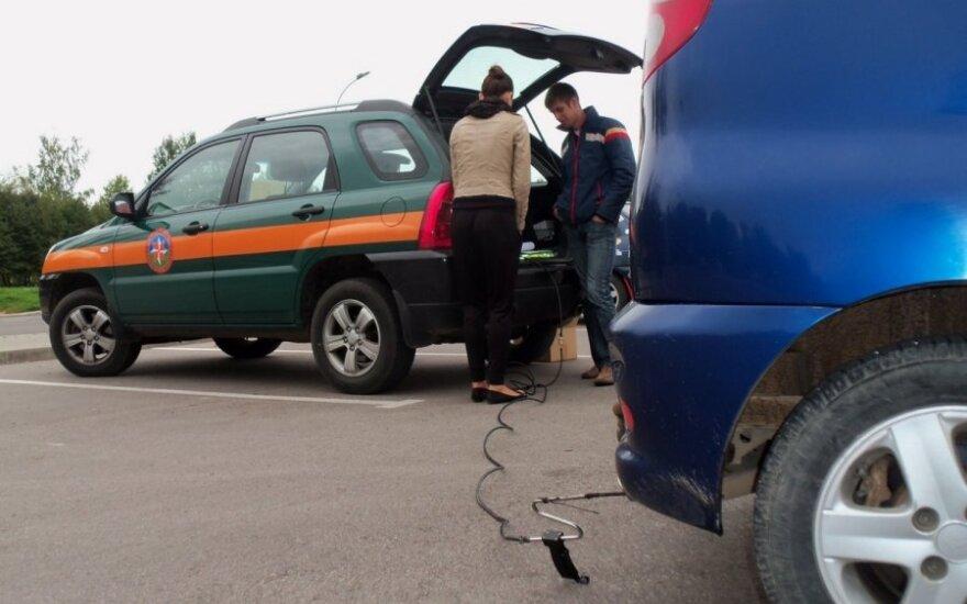 Panevėžyje nemokamai tikrinti automobilių išmetamųjų dujų kiekiai