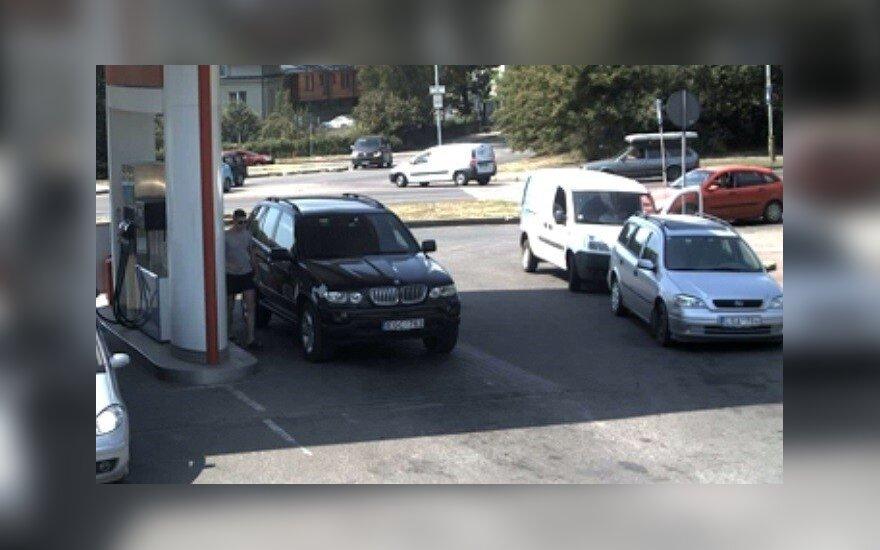 Policijos akiratyje dar vienas BMW, kurio vairuotojas nemoka