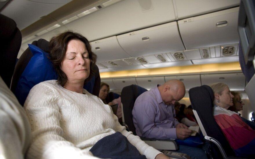 Miegas lėktuve