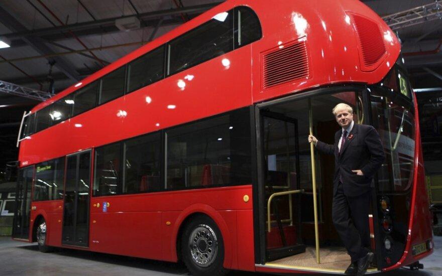 Bedarbiams britams siūloma nemokamai važiuoti autobusais