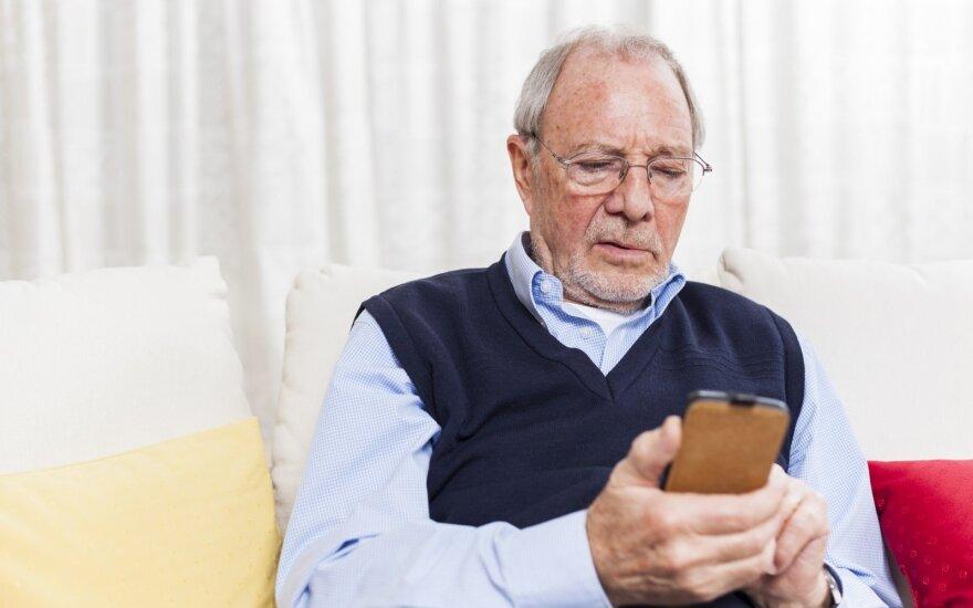 Senjorai mokomi saugiai ir atsakingai naudotis internetu