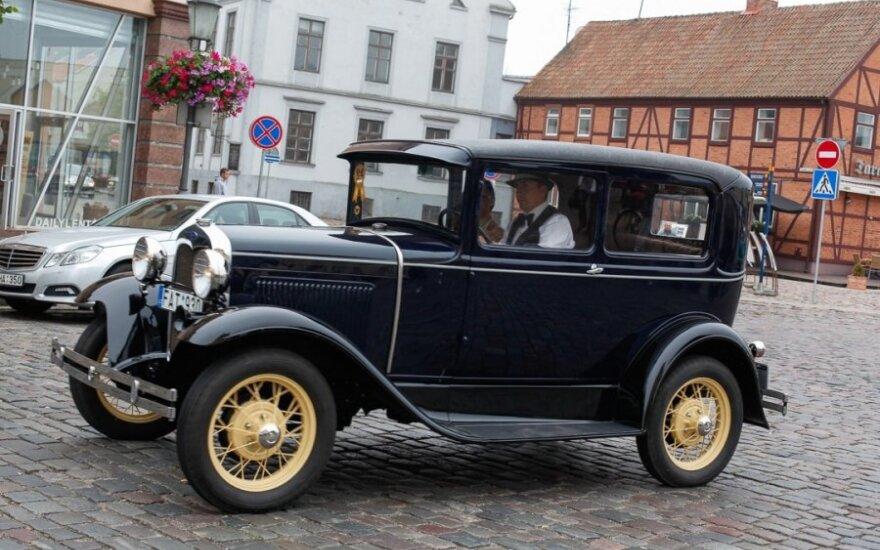 Senovinių automobilių išlydėtuvės į žygį per Lietuvą