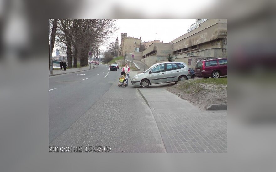 Vilniuje, Žvejų g. 2. 2010-04-12, 15.37 val.