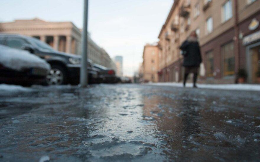 Perspėjimas: dieną eismo sąlygas sunkins plikledis