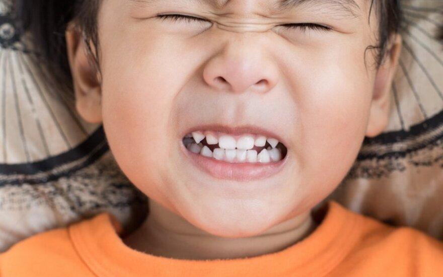Ką signalizuoja vaiko griežimas dantimis ir ar tai reikia gydyti?