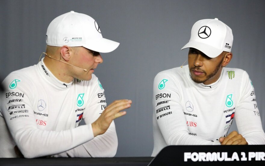 Valtteri Bottas (kairėje), Lewisas Hamiltonas