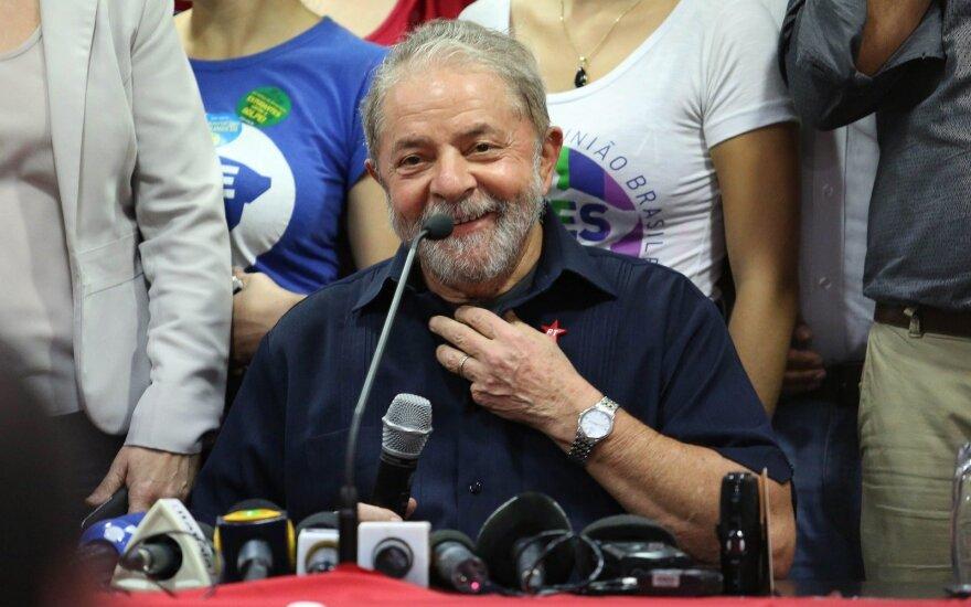 Brazilijos eksprezidentas kalėjime praleido pirmąją 12 metų bausmės dieną