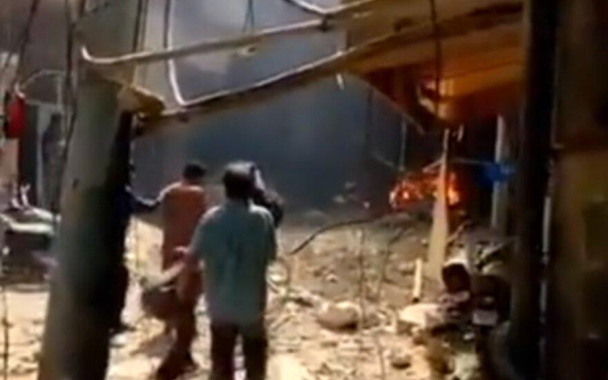 Pakistane sudužo keleivinis lėktuvas su daugiau nei 100 žmonių