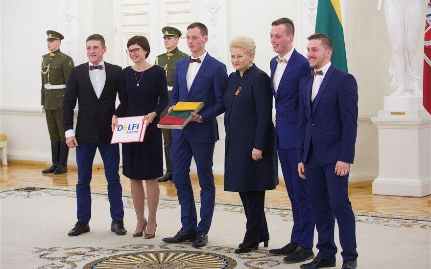 Prezidentūroje apdovanoti įdomiausiai ir išradingiausiai minėję Vasario 16-ąją