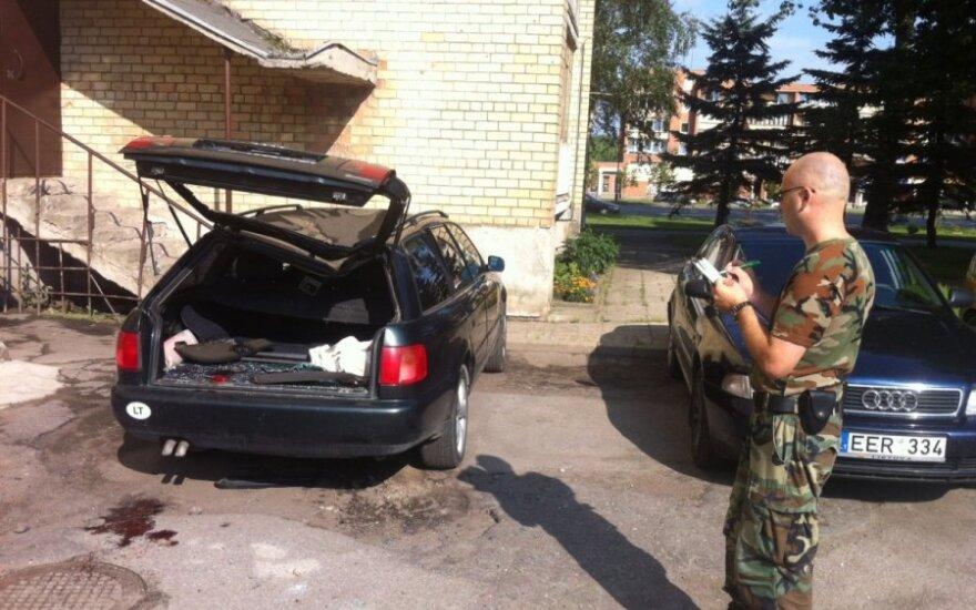 Šiauliuose žuvo ant automobilio nukritęs vyras