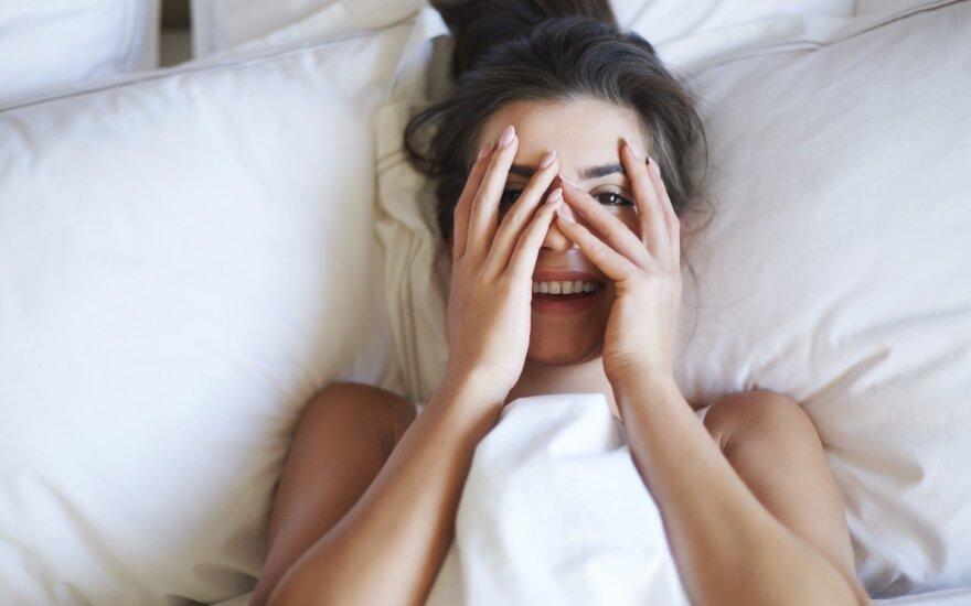 9 įpročiai prieš miegą, kuriais gadinate savo išvaizdą ar net gyvenimą