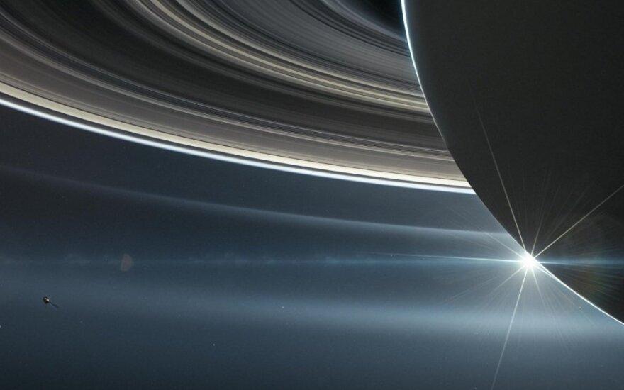 "Saturnas ir ""Cassini"" zondas"