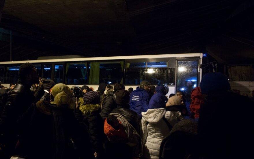 Prancūzijos policija iškeldino šimtus migrantų iš Paryžiaus stovyklų