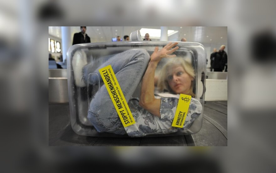 Europarlamentarai siūlo griežtesnes bausmes už prekybą žmonėmis