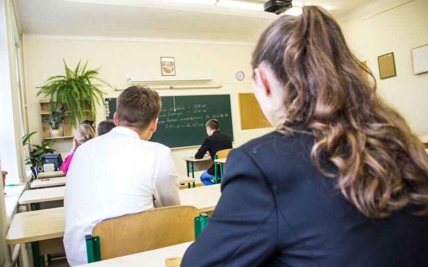 Brandos egzaminus šimtukais prieš kelerius metus išlaikę studentai: tie pasiekimai nelabai ką reiškia