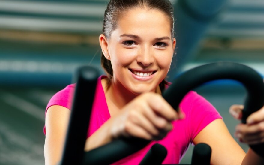 Paradoksas: treniruojatės daug intensyviau, bet svoris nekrenta. Tam yra paaiškinimas