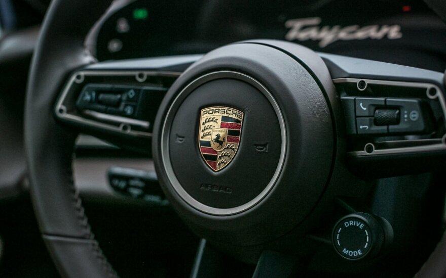 "Lietuvą pasiekė pirmieji ""Porsche Taycan"" modeliai"