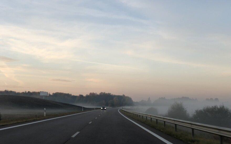 Kelininkai praneša apie eismo sąlygas: matomumą blogins rūkas ir lietus