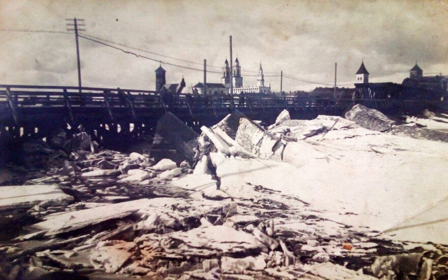 Aleksoto tiltas 1926 m. potvynio metu.