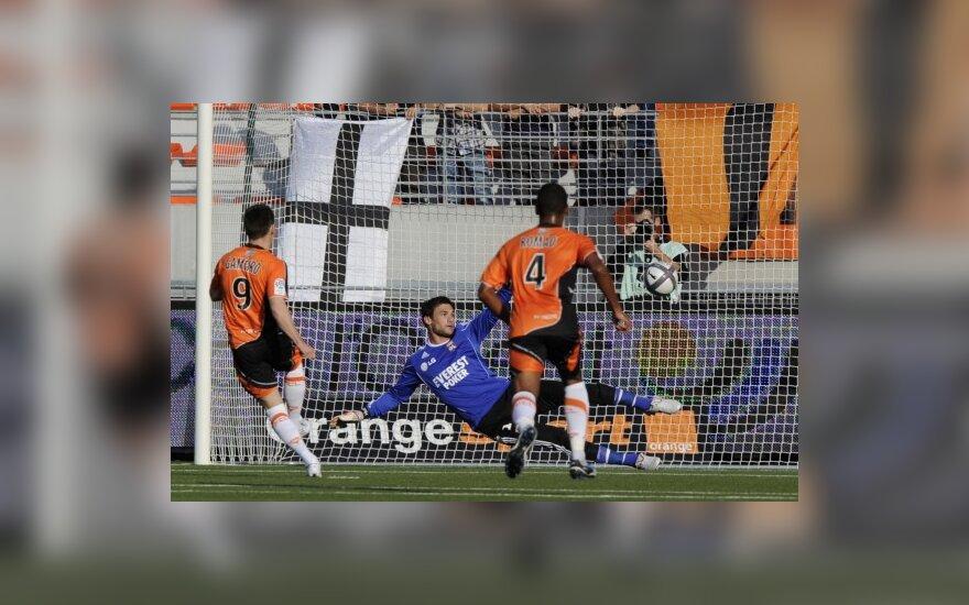 """Kevinas Gameiro (""""Lorient"""") muša įvartį į """"Lyon"""" vartus"""
