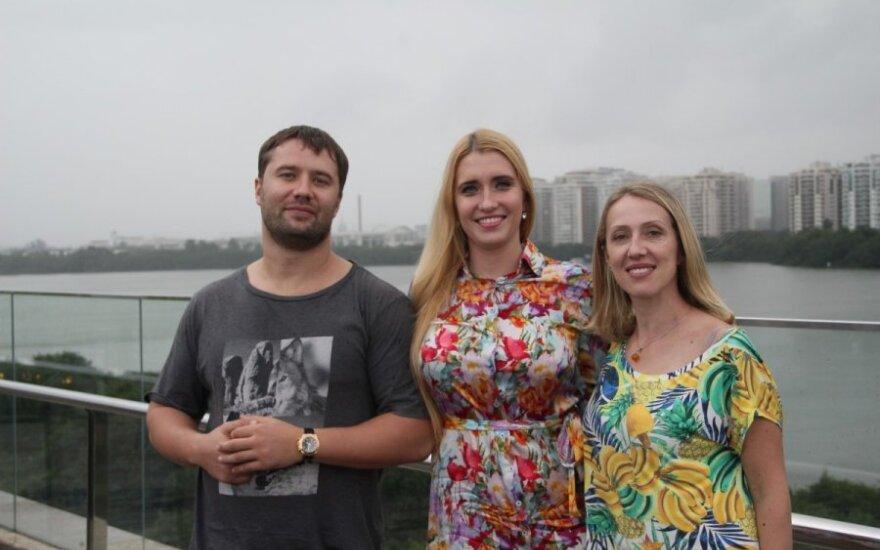 (iš kairės) Olegas ir Marija Orlovai, Lina Karoblytė