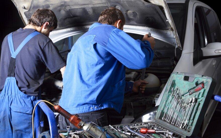 Paklausiausi mokslai profesinėse mokyklose: automobilių mechaniko, apdailininko ir kirpėjo