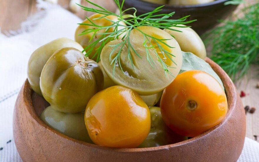 Konservuoti kepti žali pomidorai