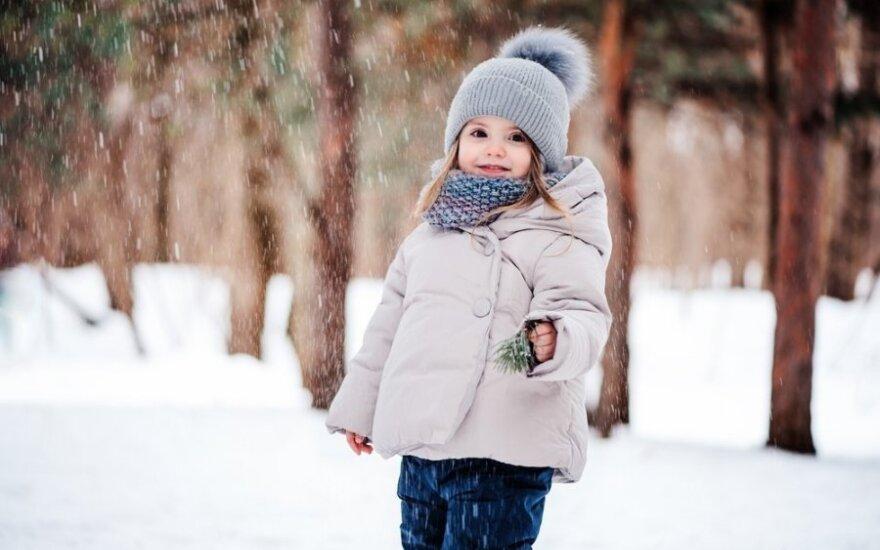 Kaip rengti vaikus einant į lauką, kad neperkaistų ir nesušaltų