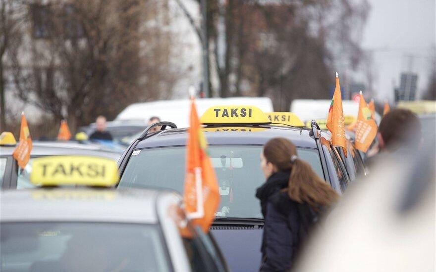 Naujųjų naktį norėsit taksi? Lengvai nepavyks