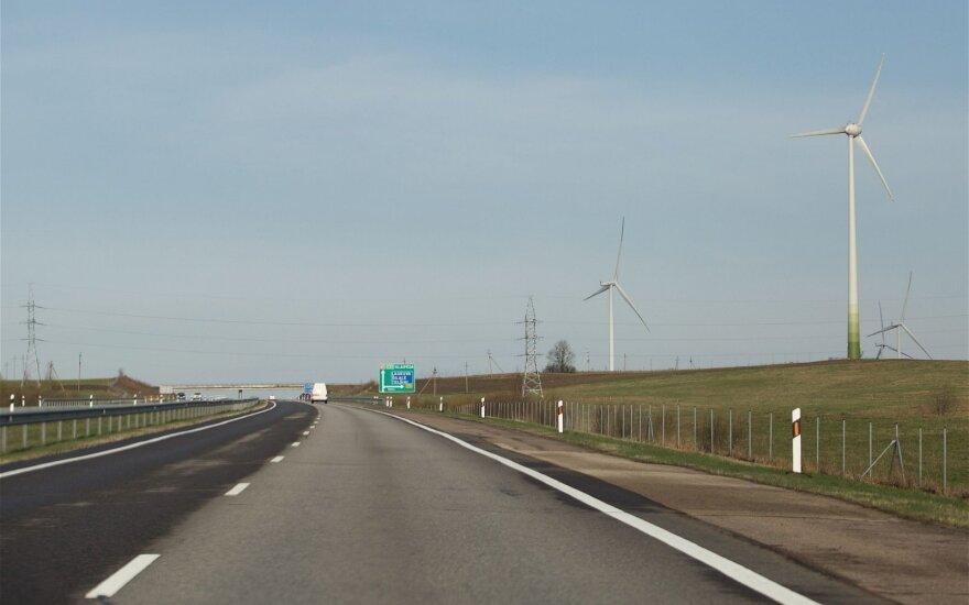 """Daužo vairuotojų viltis dėl leistino greičio pagrindiniame šalies kelyje: turime gerą pavyzdį su """"Via Baltica"""""""