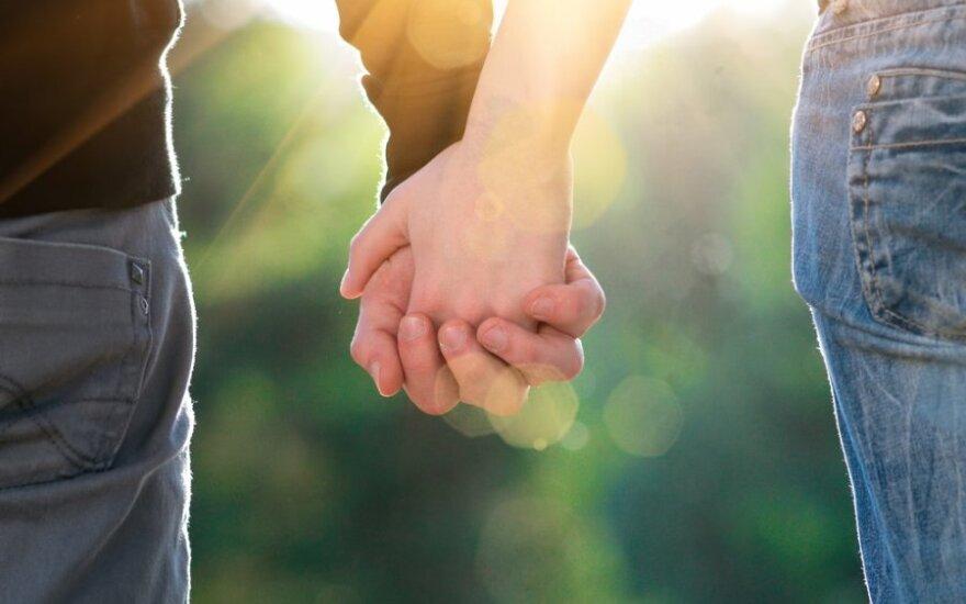 Pažintis internete virto santuoka svečioje šalyje