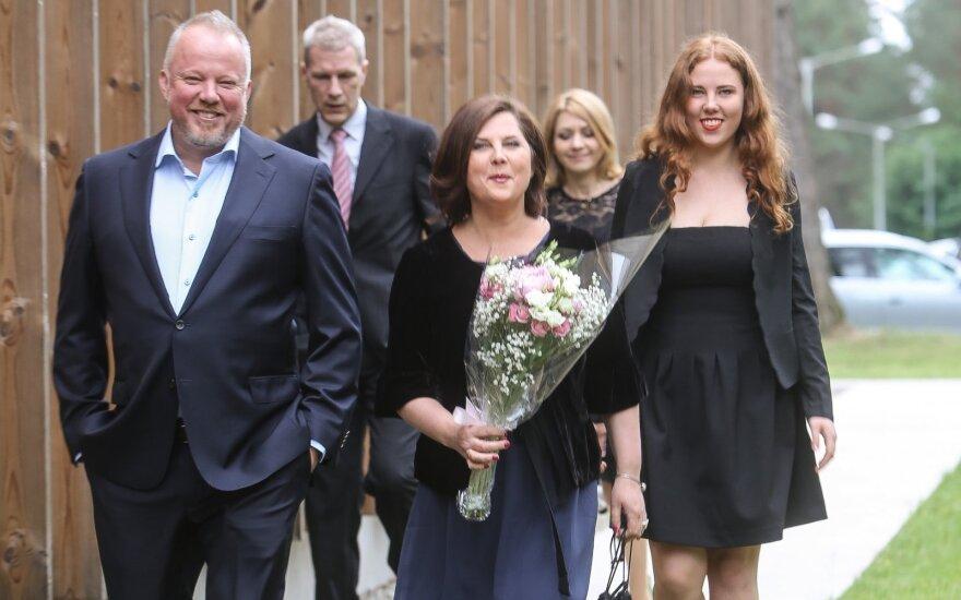 Vytaras Radzevičius su žmona ir dukra