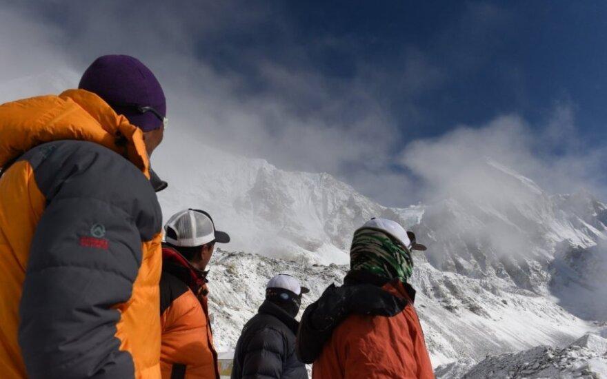 URM: Nepale yra 39 lietuviai, su trimis iš jų susisiekti nepavyksta