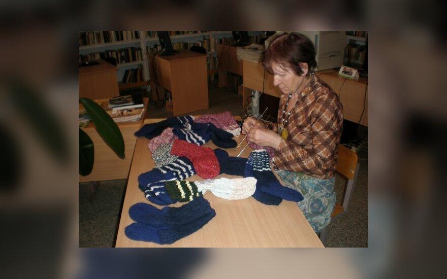 Panevėžio nuteistosios mezga kojines afganistaniečiams