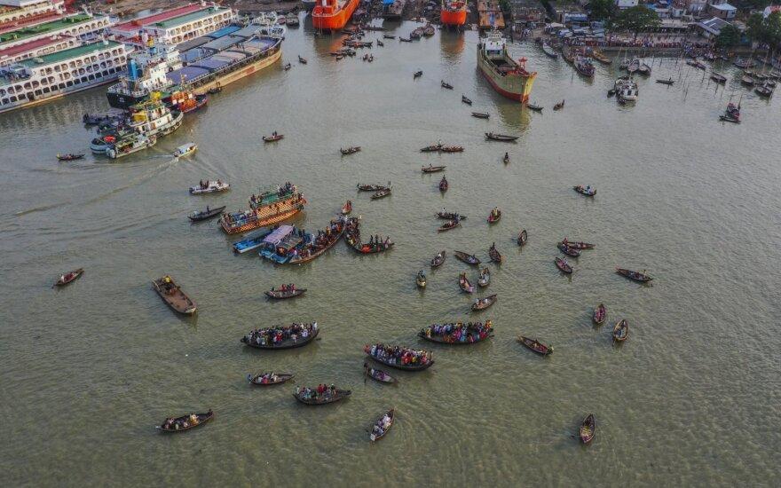 Bangladeše kelto katastrofos aukų padaugėjo iki 32