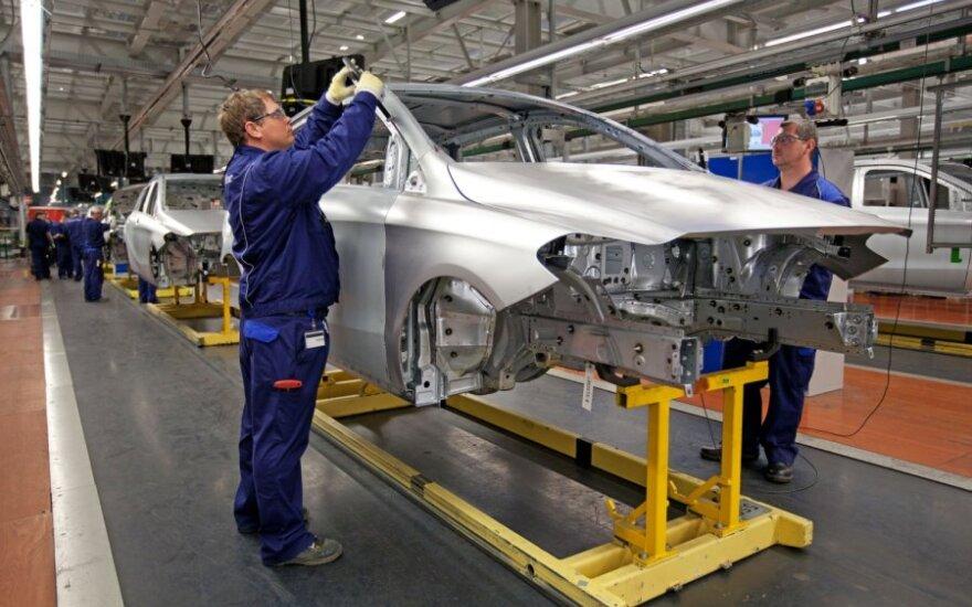 Euro zonos gamybos sektoriuje pastebimi atsigavimo ženklai