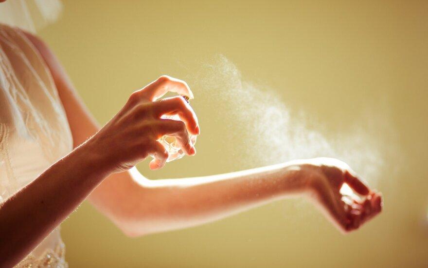 Mitai apie kvepalus: kodėl vieni išsilaiko ilgiau ir kur geriau purkšti