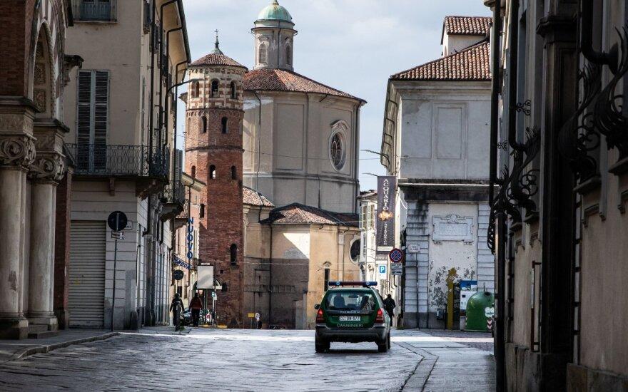 Prancūzija prognozuoja recesiją, skelbia apie 45 mlrd. eurų paramos paketą verslui dėl koronaviruso