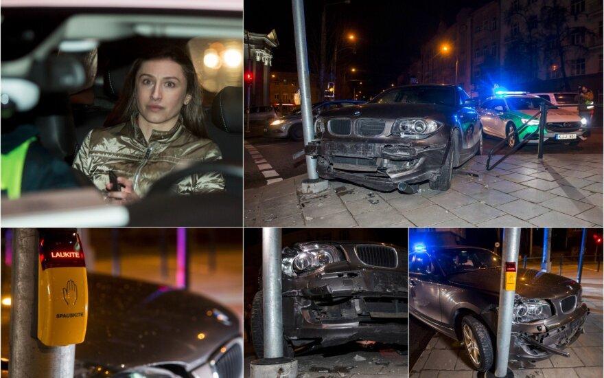"""Įkaušusi """"buvusi sportininkė"""" sudaužė savo BMW taranuodama šviesoforą ir atitvarus"""