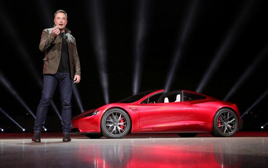"Elonas Muskas pristato ""Tesla Roadster"""