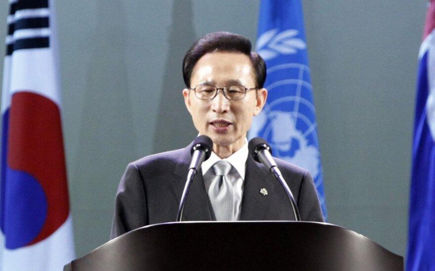 Buvęs Pietų Korėjos prezidentas skųs jam skirtą 15 metų laisvės atėmimo bausmę