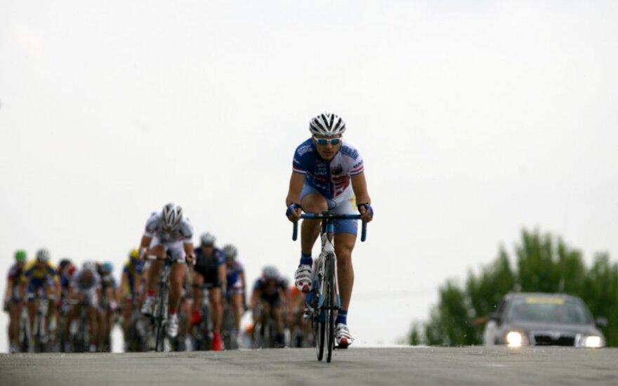 Prancūzijoje vykstančiose vyrų ir moterų dviratininkų lenktynėse lietuviai baigė toli nuo lyderių